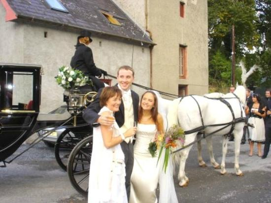 Horse drawn carrige at wedding   Picture of Old Grain Store