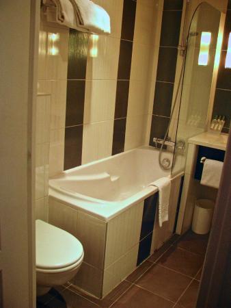 Moris Hotel: Bathroom