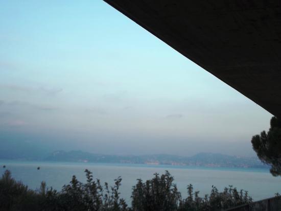 Residence Casa dei Pescatori: balcone vista lago
