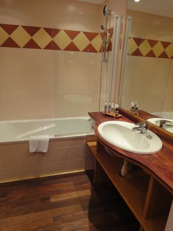 Atalante Relais Thalasso: Salle de bains (toilettes séparés)