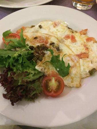 Crowne Plaza Istanbul - Harbiye: Breakfast: omelette