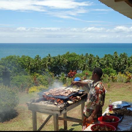 Takalana Bay Resort: Preparing barbecue lunch
