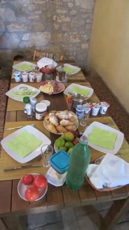 Agroturizam Stelio : the 'private/own' breakfast table for us (family of 4)