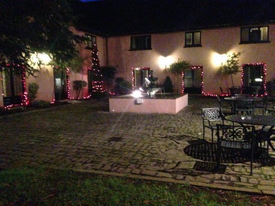 Ramada Resort Cwrt Bleddyn Hotel & Spa : Christmas lights in the courtyard!