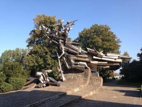 Polish Post Office Museum : Fallen Postal Workers Monument