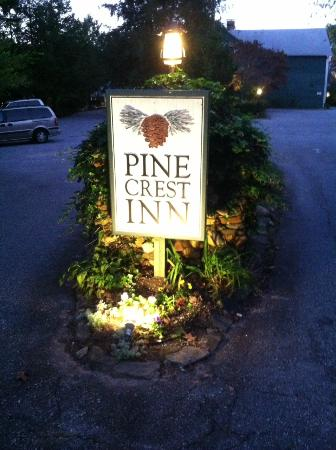 1906 Pine Crest Inn: Evening walk down to tryon