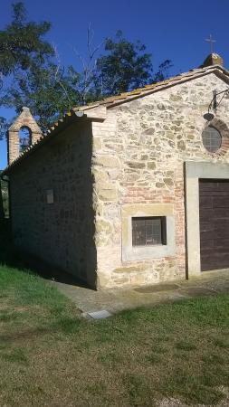 La Casetta dei Cedri : Antica chiesa nei pressi del Trasimeno
