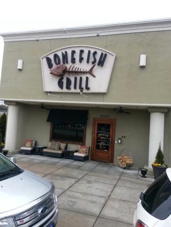 Bonefish Grill: Located in Four Seasons mall
