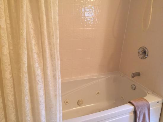 Abagales Victorian Bed and Breakfast: Ensuite with jetted tub
