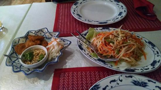 Tonsai Thai-Restaurant: Son tum Thai and Tod man pla