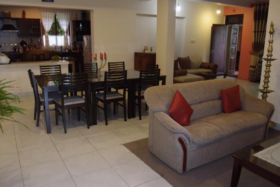 Freedom Lodge: Spisestue, Kjøøken og sofagruppe
