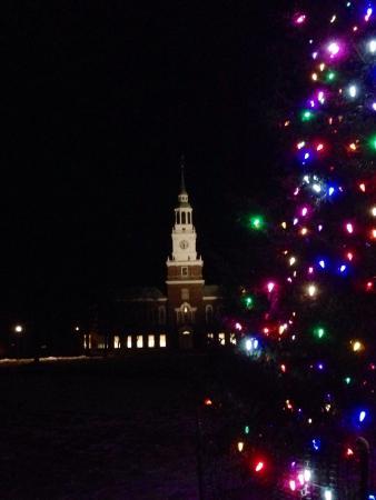 Hanover Inn Dartmouth : Christmas on The Green.
