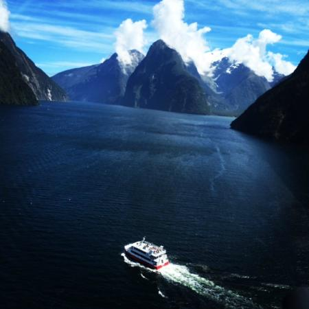 Aspiring Helicopters : Milford Sound