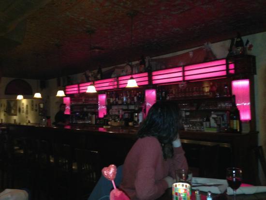 Chez Jacques: le bar a l'entrée du restaurant