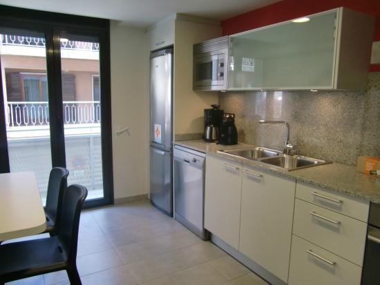 Apartamentos Terraza Figueres : Cocina totalmente equipada