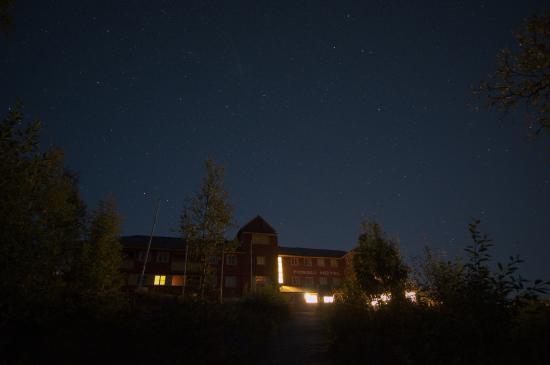 Fossli Hotel: At night