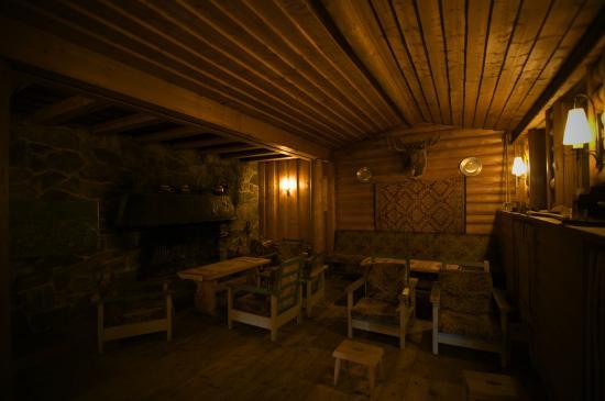 Fossli Hotel: Banter and whiskey