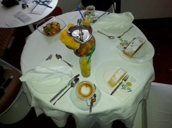 Hotel ImperialArt: COLAZIONE IN CAMERA