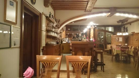 Restaurant Schloss Lerchenhof: Bar room..