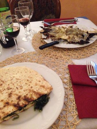 Ristorante Maggiolini : Torta al testo con verdure e radicchio alla piastra con pecorino