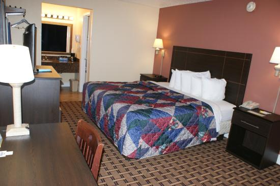 Days Inn Fort Lauderdale-Oakland Park Airport North: King Bed Room