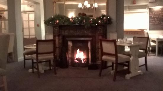 Conyngham Arms Hotel: The charming fireplace in the restaurant