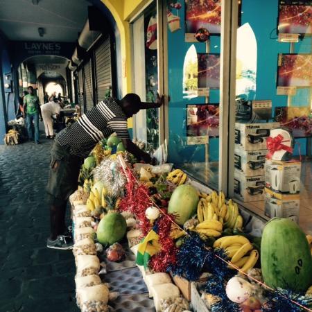 Market Square: Street Vendor with Xmas decorations