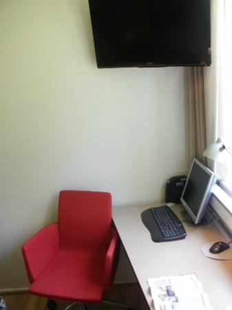 Rungstedgaard: TV and PC in room