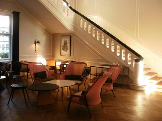 Rungstedgaard: Large lounge