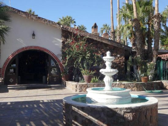 Hotel Serenidad: Entrance to the lobby