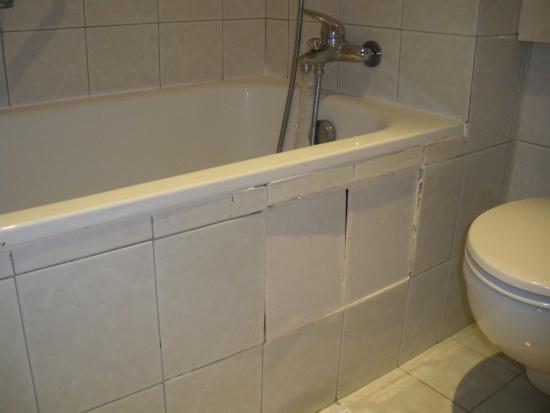 Villa Bellagio - Marne la Vallee: la faience de la salle de baignoire