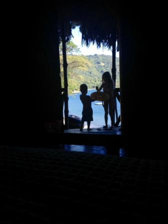 """The Monkey Hut : Vue du lit dans la cabane """"Guardabarranco"""""""