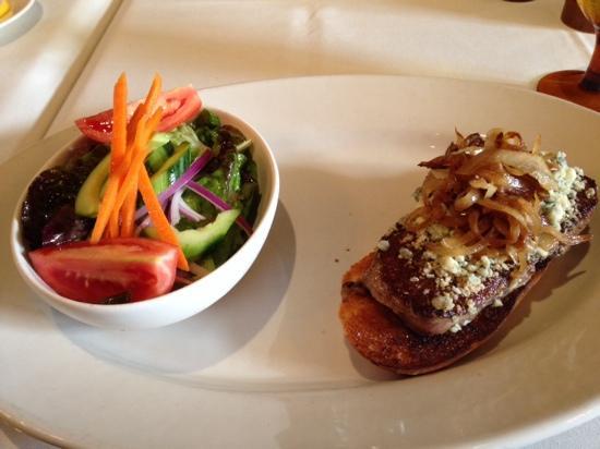 TPC Sawgrass: buffalo steak w blue cheese & carmelized onions