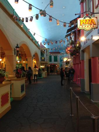 Disney S Caribbean Beach Resort Old Port Royale Food Court