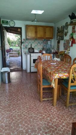 Posada Corto Maltese: Kitchen and eating area
