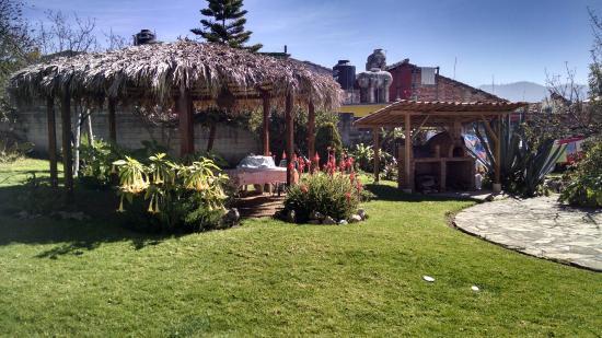 Posada Corto Maltese: Garden area with brick grill