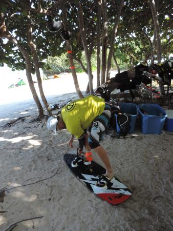 Hurricane Kiteboarding: Vim going out after teaching us!
