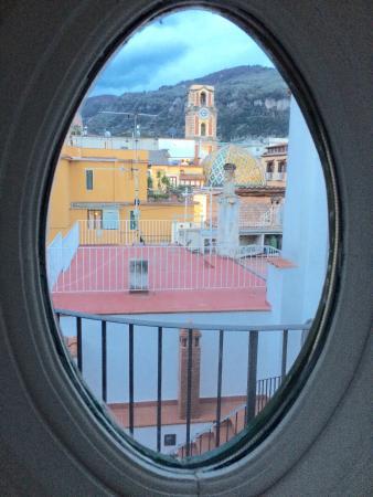 Antico Palazzo Scala: Vista dal divano appartamento n6