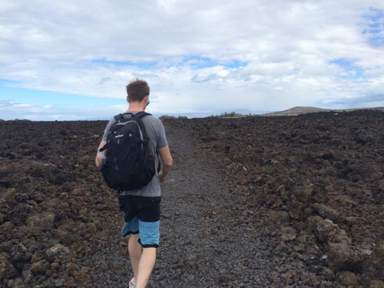 Makalawena/Pu'u Ali'i: The hike. MUST wear sneakers. It is quite rocky.