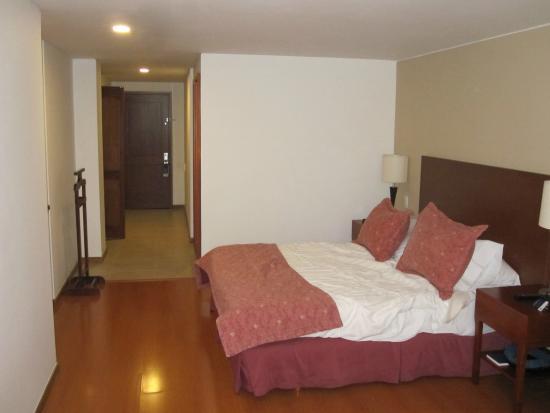 Hotel Estelar Suites Jones: Entry and bed