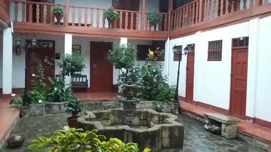 Hostal  Amazonas: Plazita interna