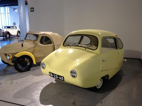 Coche huevo picture of automobile and fashion museum for Coche huevo