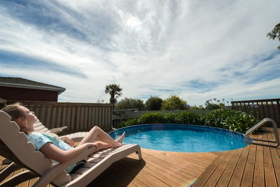Howick Motor Lodge: Outdoor Swimming Pool