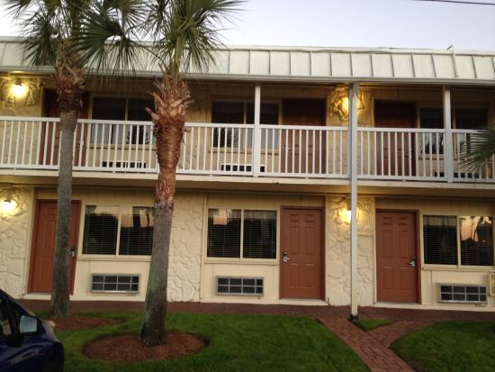 Club Destin: Outside view of rooms