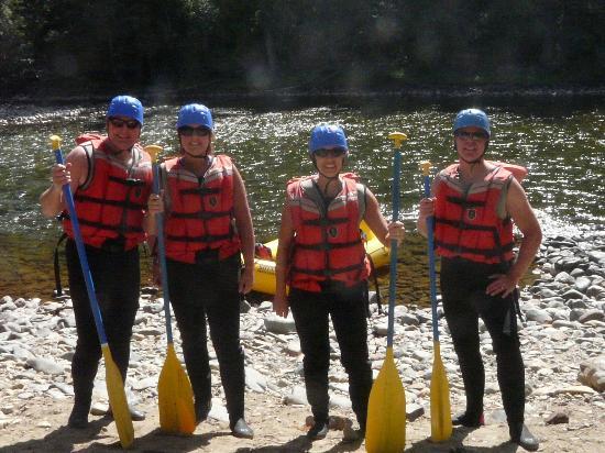 Kootenay Raft Co : Getting geared up