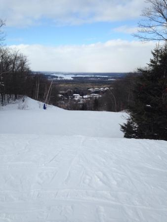 Ski Snow Valley Barrie: Down a green hill