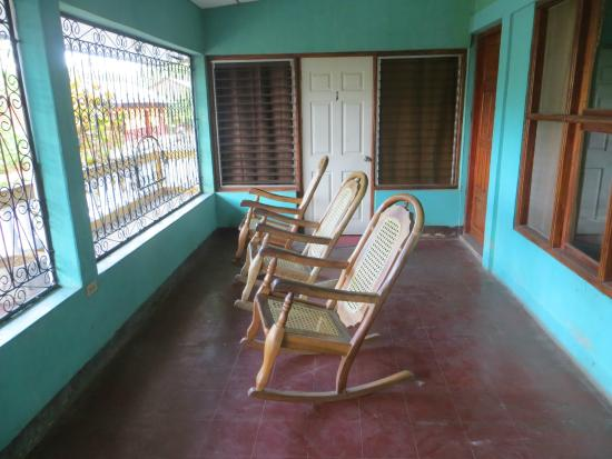 Yogi's Hostel: Front porch