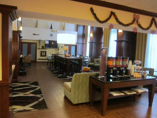 Hampton Inn & Suites Lady Lake/The Villages: The lobby/breakfast area
