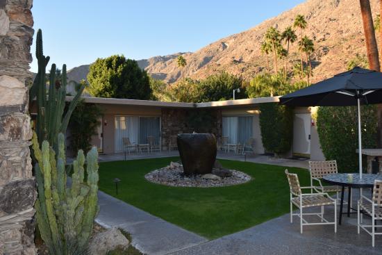 Desert Hills: pool