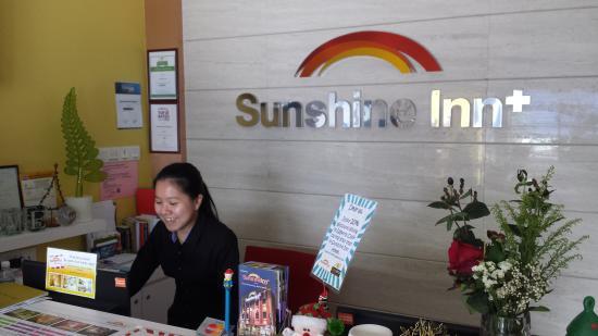 Sunshine Inn: Front Desk